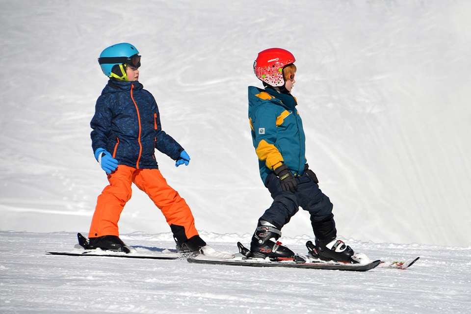 Vacances au ski: 4 conseils pratiques pour les skieurs débutants