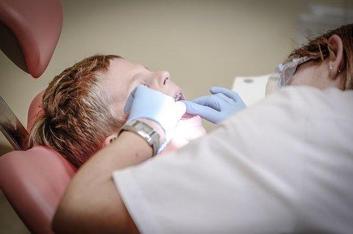 Qu'est ce qui fait blanchir les dents ?