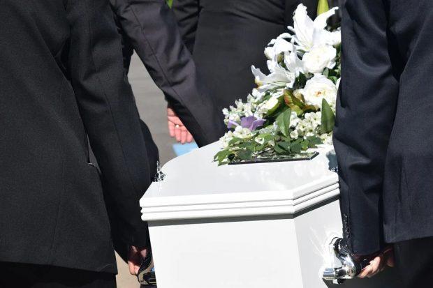 Qu'est-ce qu'une bonne étiquette funéraire?