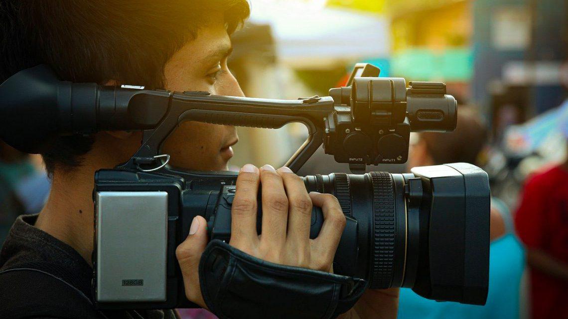Nous recherchons un ou une cameraman pour filmer des mariages